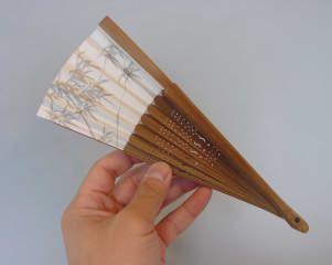 涼しげな図柄の扇子を集めました。涼風をあなたに届ける扇子です。